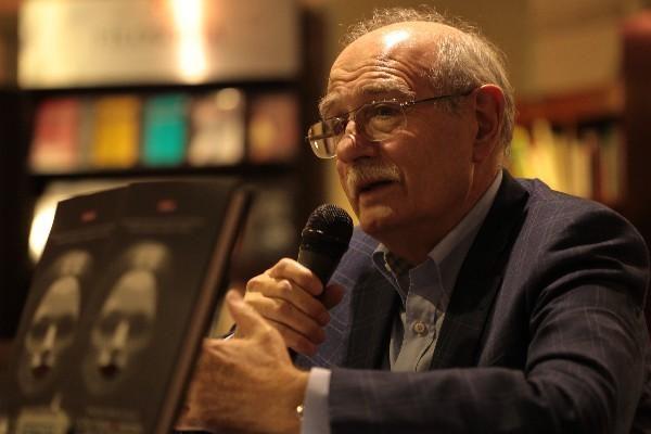 Heridas tiene la noche: Entrevista con Francisco Pérez de Antón